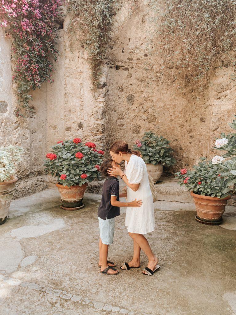 Castello Aragonese mamma e figlio