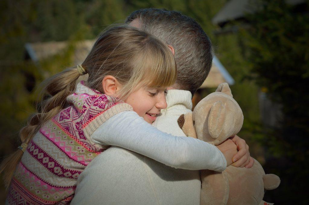 abbracciare i bambini con il metodo holding