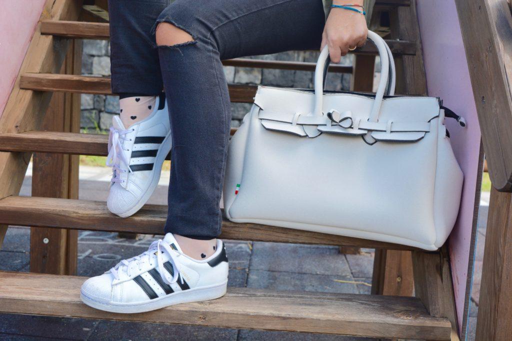dettaglio-outfit-adidas-superstar