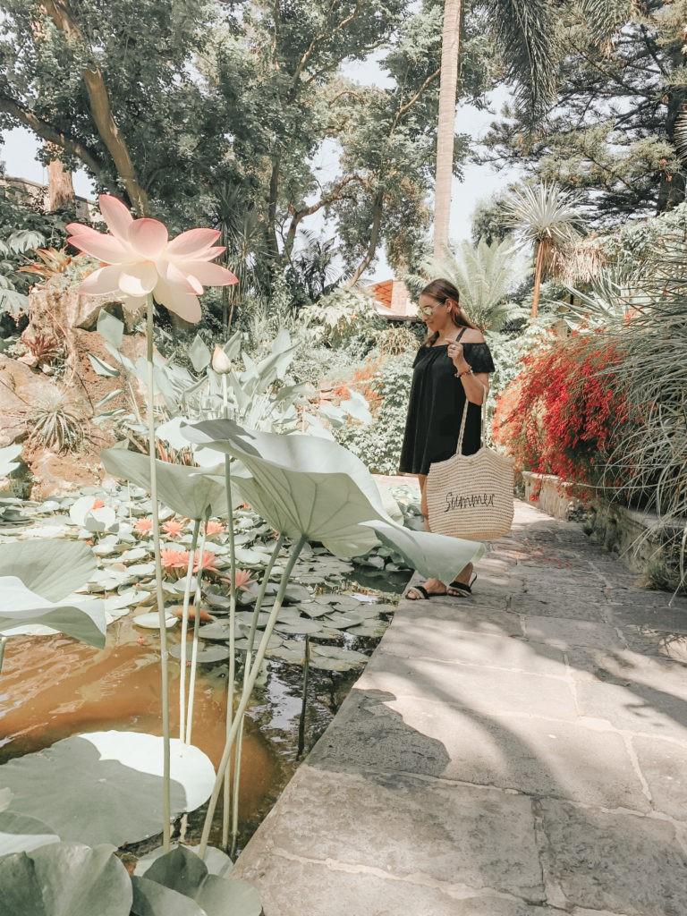 donna ai giardini la mortella di Ischia