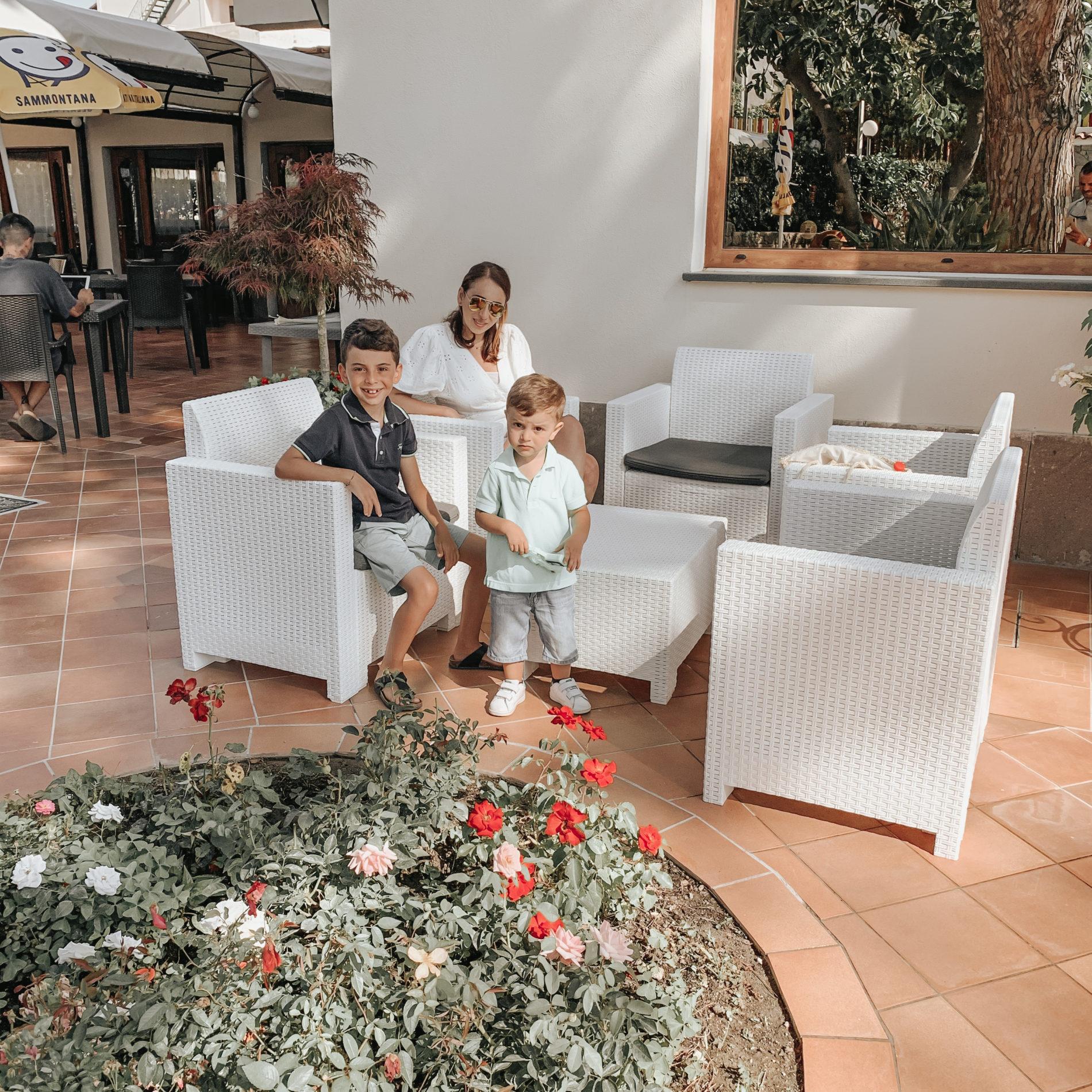 ospiti al family hotel le canne ad Ischia