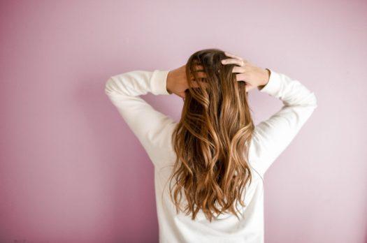 Come realizzare capelli ad onde naturali senza l'utilizzo di ferri e piastre
