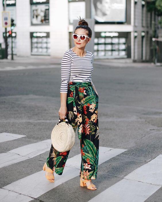stampe tropicali e righe spunto outfit