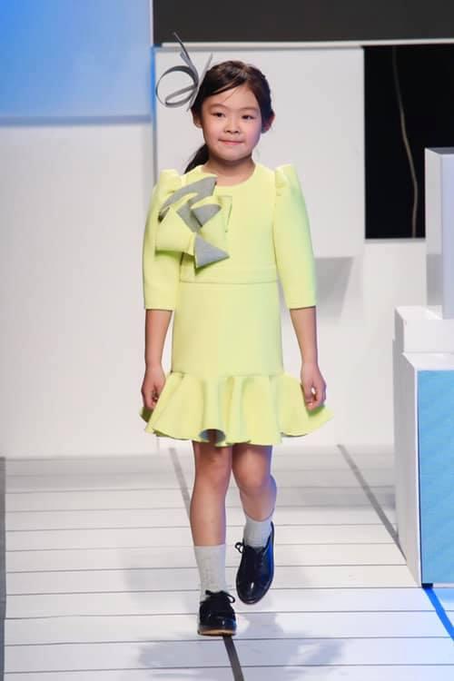 tendenze moda bimbi autunno inverno 2019 2020 colori fluo e pop